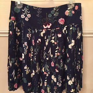 LOFT navy rayon print pleated skirt size 0